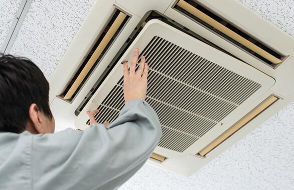エアコンのメンテナンス (空調保守・点検サービス)